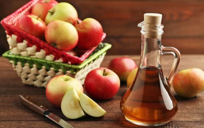 لن تتخيل ماذا يحدث لو وضعت قدميك بخل التفاح!