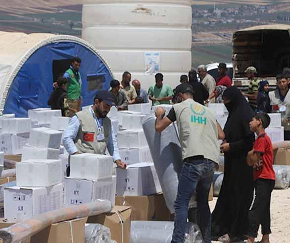 الهيئة التركية تنشئ مخيما جديد للنازحين بادلب
