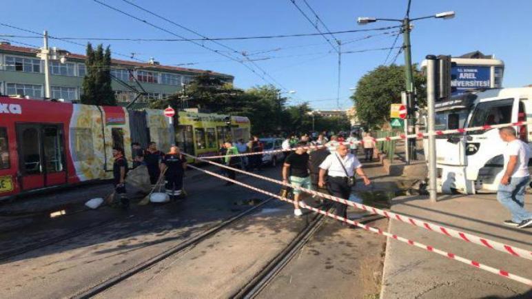 "عاجل: حادث اصطدام شاحنة و ""ترام فاي"" توبكابي اسطنبول"