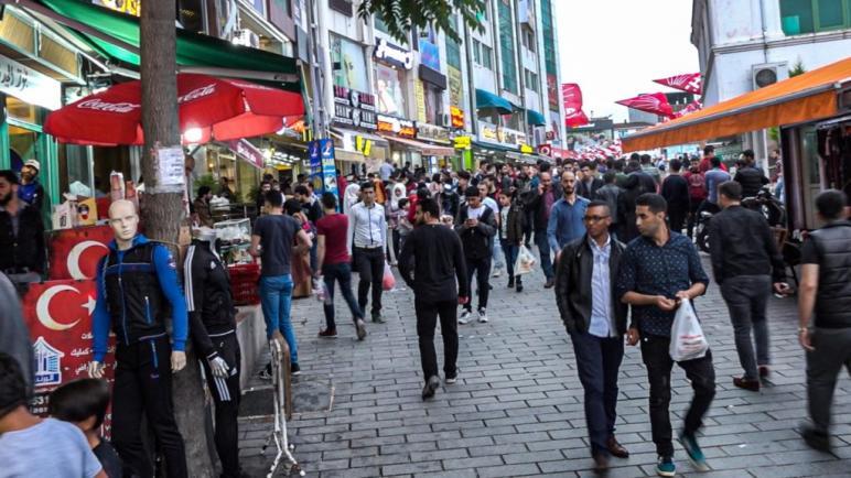 هام| منظمة تركية تعد دورة مجانية تأهل السوريين للعمل في اسطنبول
