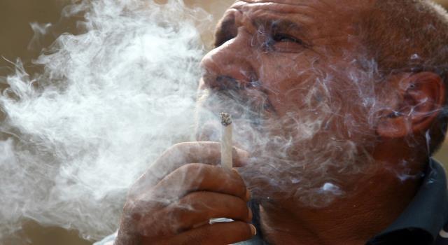 لهذا السبب إذا كنت مدخنا او تعاني من السمنة عليك الخوف من فيروس كورونا