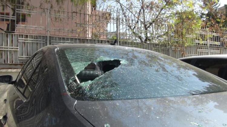 بالصور : امرأة سورية تحطم زجاج أكثر من 20 سيارة في شانلي أورفا
