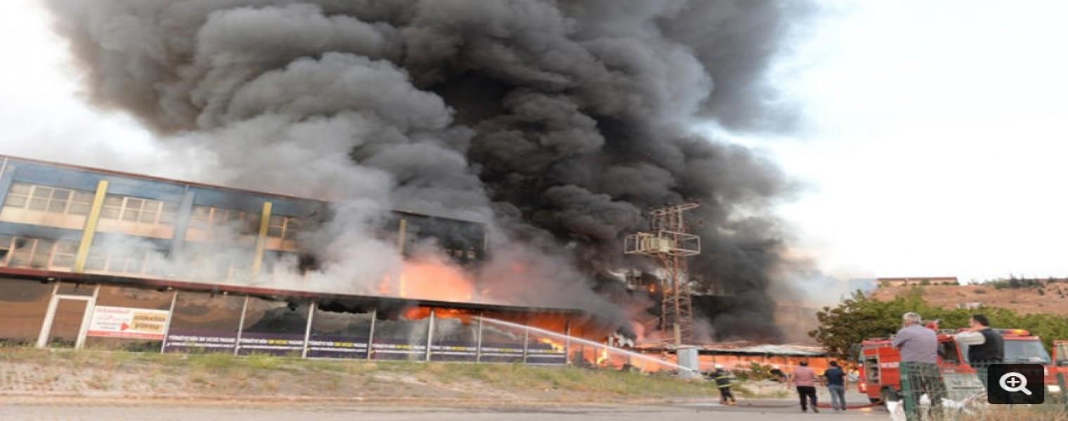 حريق هائل يغطي سماء مدينة توكات التركية