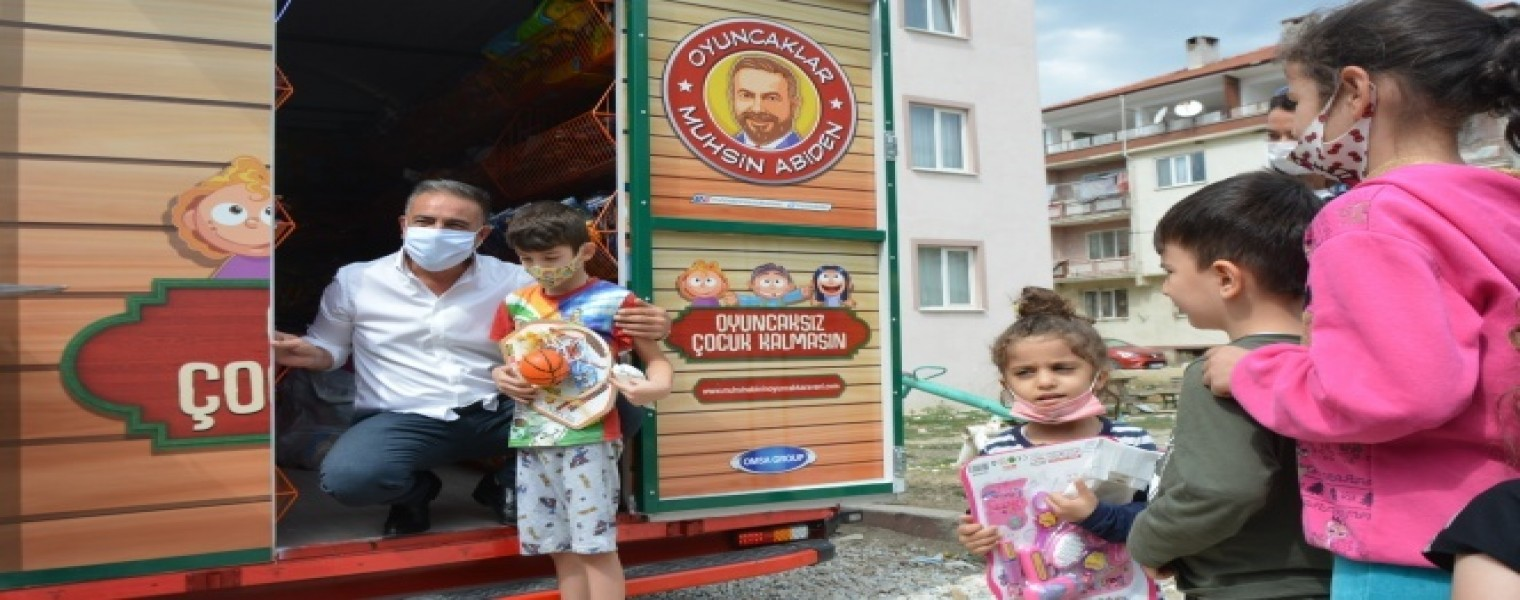 لا أطفال بلا ألعاب .. رجل أعمال تركي يدخل الفرحة على الأطفال في بورصة