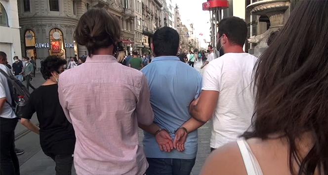 شاهد بالفيديو : القاء القبض على أحد المتحرشين في شارع الاستقلال