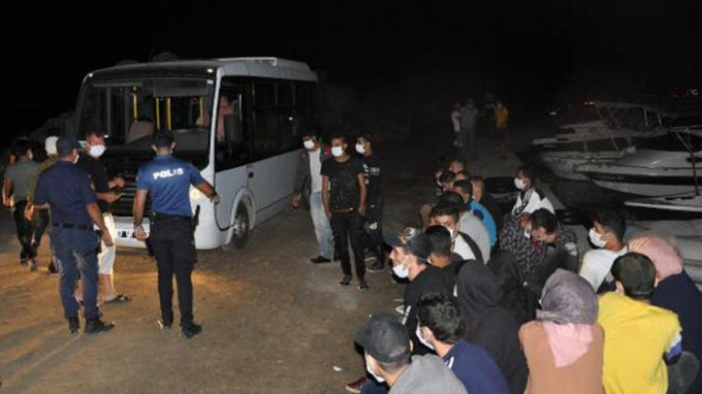 السلطات التركية تضبط 30 لاجئاً سورياً كانوا في طريقهم إلى أوروبا عبر أنطاليا