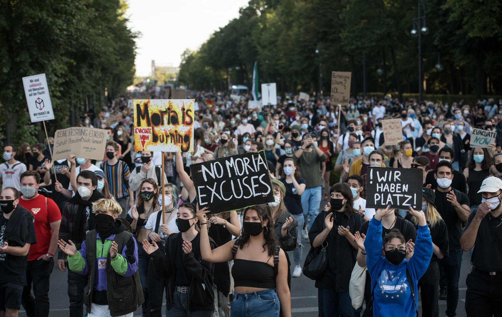 مظاهرة بالآلاف في ألمانيا لمطالبة الاتحاد الأوروبي باستقبال لاجئي موريا