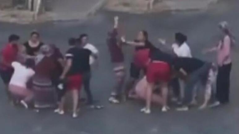بالفيديو : مشاجرة نسائية تستدعي تدخل الرجال في أنطاليا