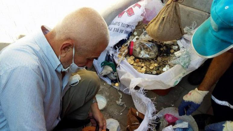 العثور على كمية كبيرة من الأموال في أكياس القمامة