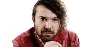 بالفيديو : المغني التركي الشهير خليل سيزاي يعتدي على رجل طاعن بالسن