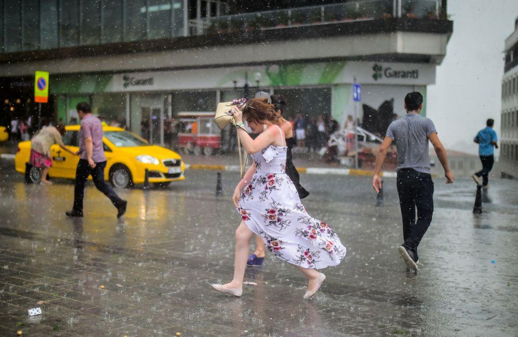 الأرصاد الجوية التركية تحذر من عواصف رعدية وأمطار لثمانية مدن