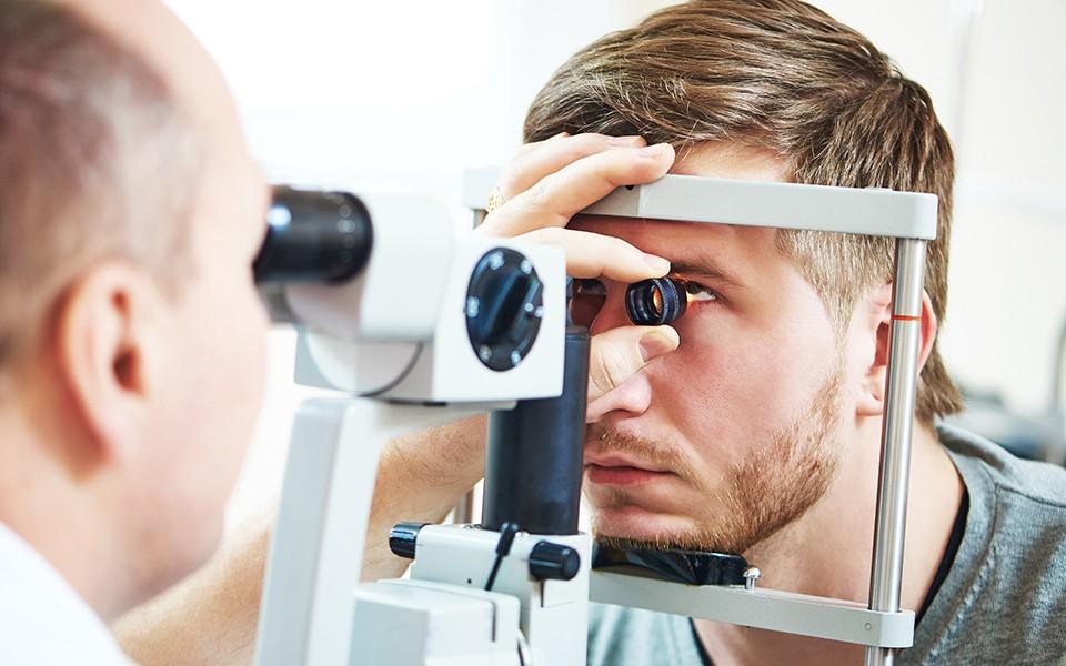 صحتك| فحص العين قد يكشف عن وجود أمراض خطيرة