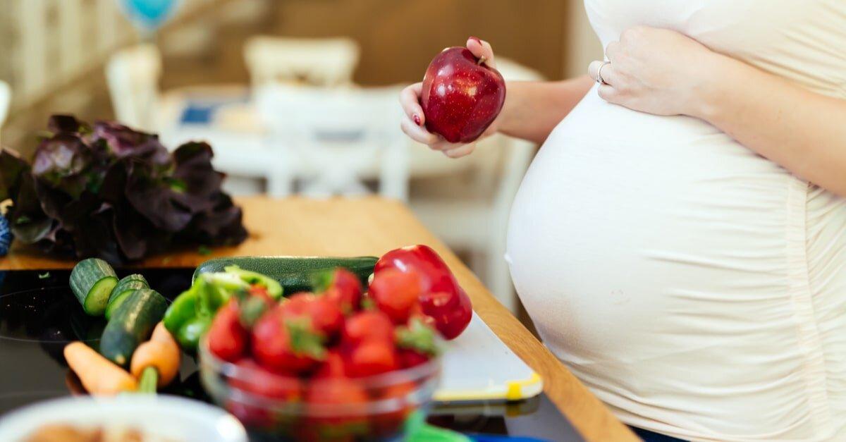 لهذا ينصح الخبراء الحامل بتناول الفاكهة!
