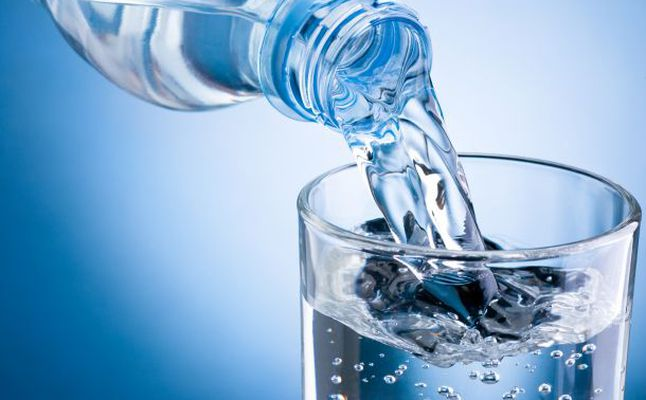 ما سبب التحذيرات من عبوات مياه الشرب في الامارات؟!
