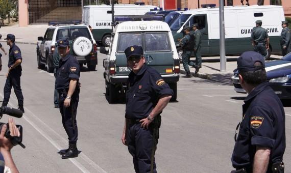 مسلح يحتجز ١١ رهينة وطفلان في مكتب البريد في اوكرانيا