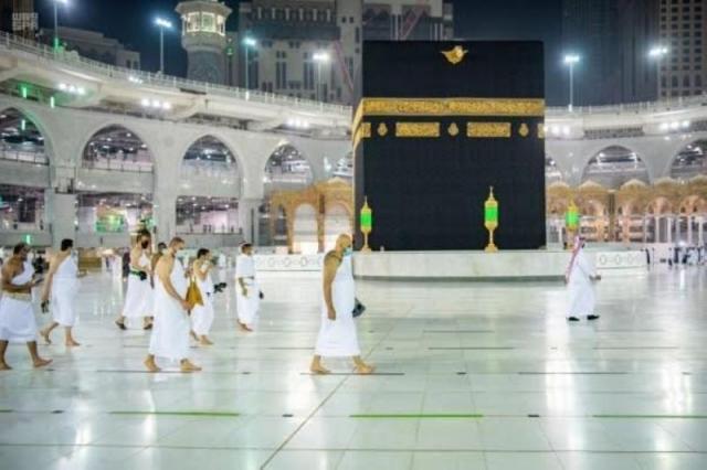 السلطات السعودية تصدر بيان يقر عدد المصلين والمعتمرين في الحرمين الشريفين .. التفاصيل