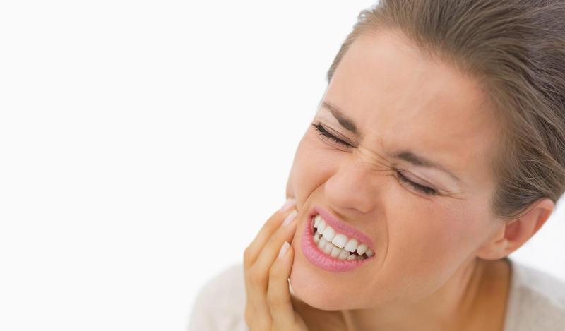 4 خلطات منزلية تخلصك من حساسية الأسنان بشكل سريع جداً