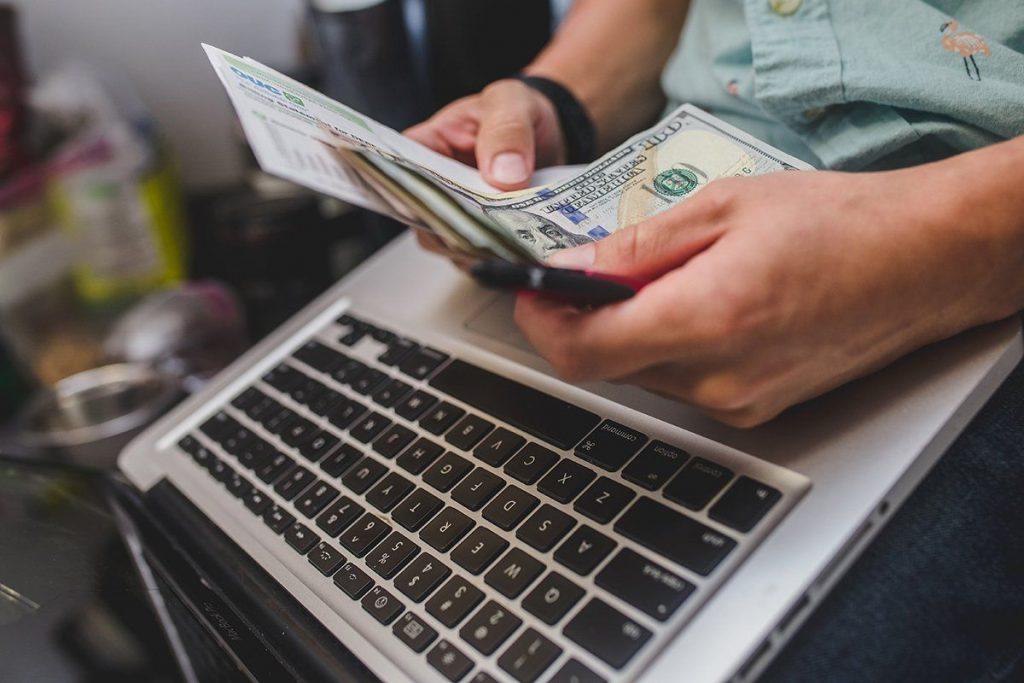 هام: فرض ضريبة على جميع المستفيدين من الربح عبر الانترنت ... التفاصيل