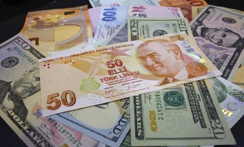 ارتفعت الليرة التركية بشكل طفيف مقابل الدولار واليورو ، اليوم الأربعاء ، بعد الانخفاض الأخير.