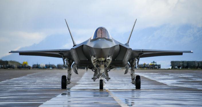وزارة الدفاع الأمريكية تتشاور مع تركيا لحل الخلاف حول طائرات