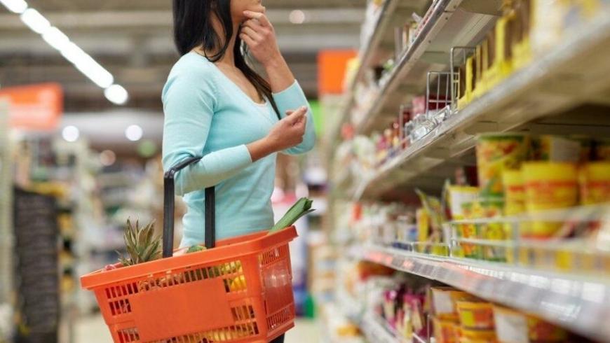 يجيب أحد الاقتصاديين: هل سترتفع السلع والمواد الغذائية بشكل كبير مع انخفاض قيمة الليرة التركية؟