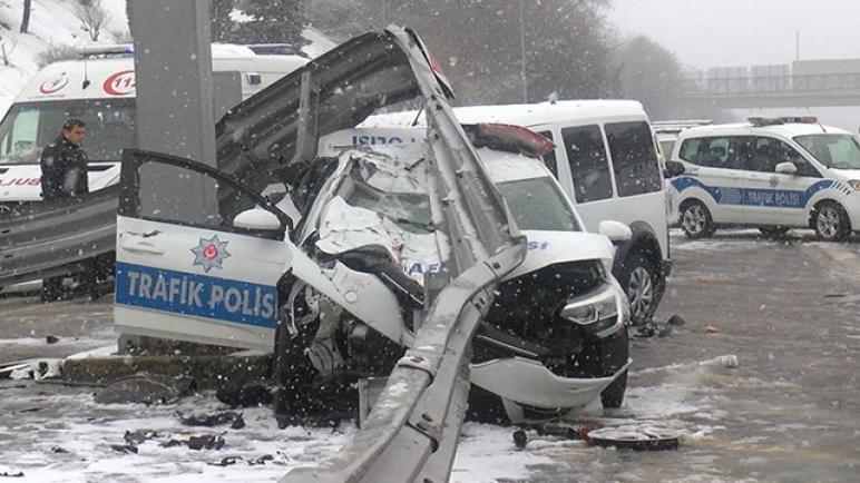 حادث سير مروع بين سيارتي شرطة في اسطنبول