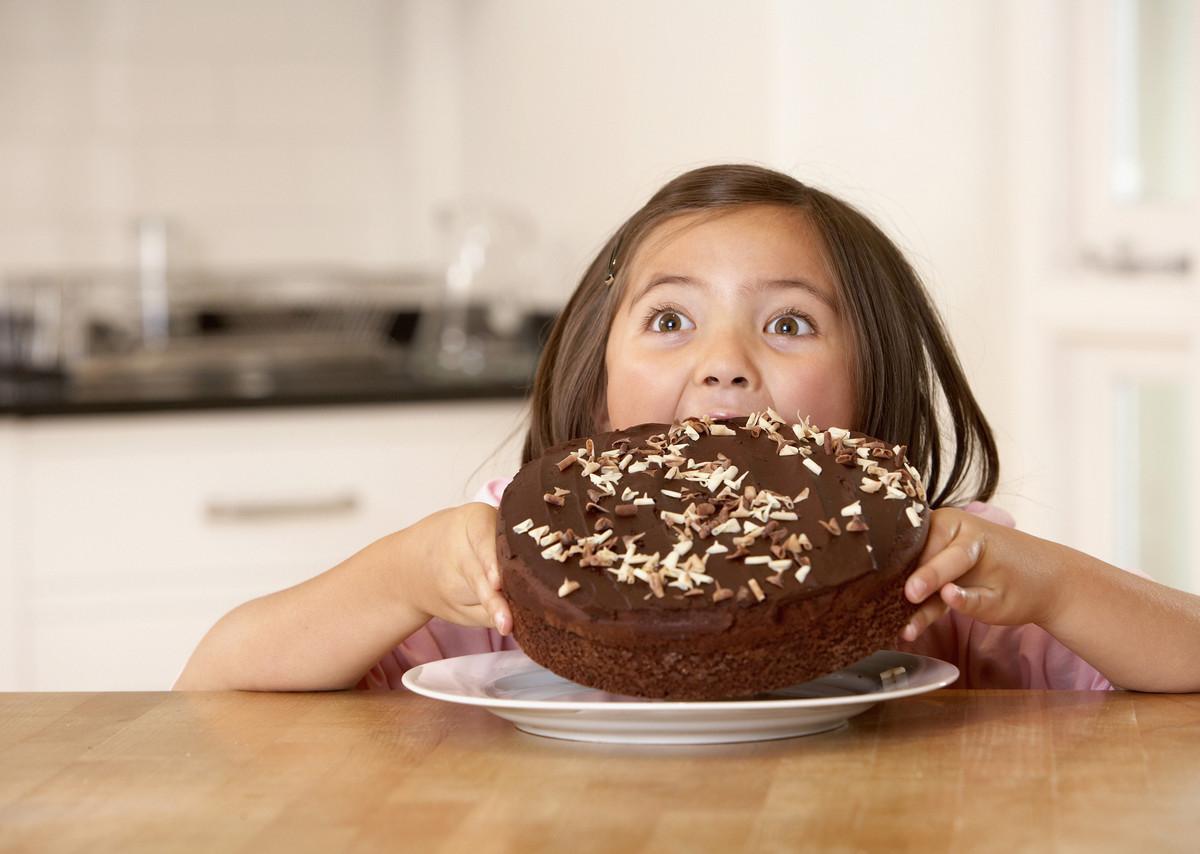 عالجي إفراط طفلك في تناول الطعام الحلو في 30 يوما!