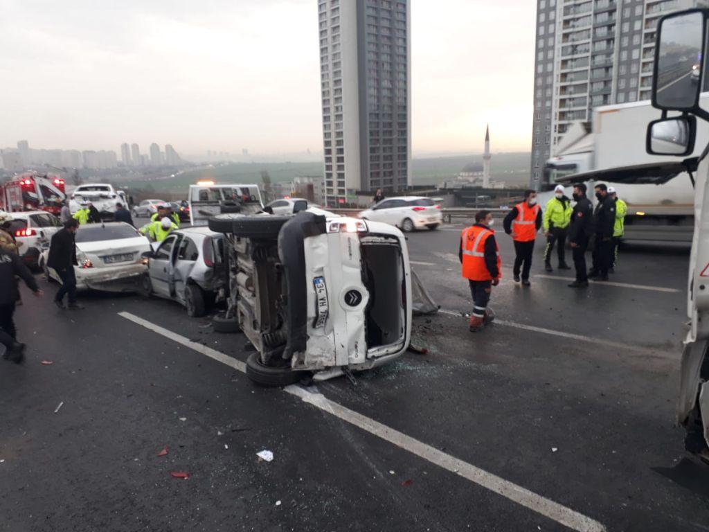 وفيات واصابات نتيجة تصادم 7 سيارات في أنطاليا..بالفيديو